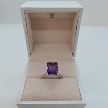 Picture of 2.38g silver ring (925) with purple sapphire stone